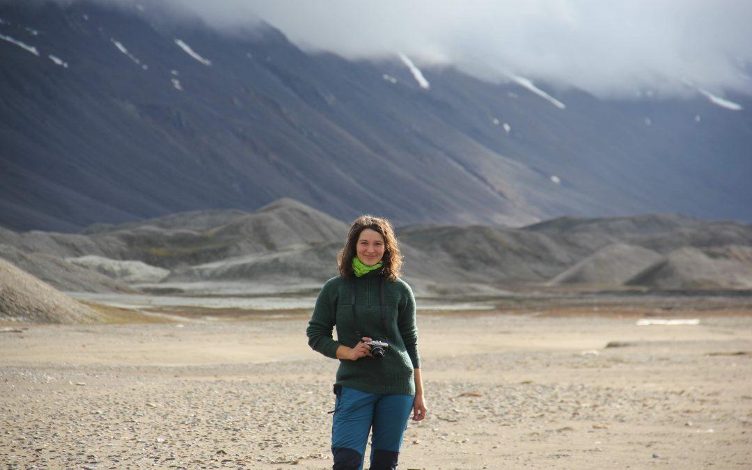 Alvilde har studert på Island og Svalbard. Nå blir hun trainee i Øksnes kommune